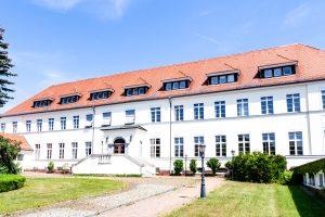 Frontansicht des LAW-Verwaltungsgebäudes in Leipzig